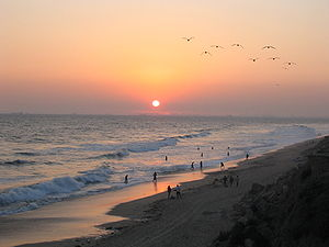 300px-Sunset_at_Huntington_Beach