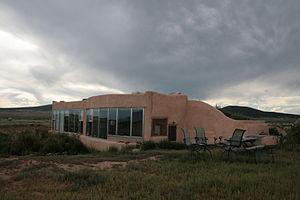 300px-Exterior_Jacobsen_House_Earthship_2009